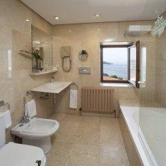 Отель Parador De Hondarribia Испания, Фуэнтеррабиа - отзывы, цены и фото номеров - забронировать отель Parador De Hondarribia онлайн ванная