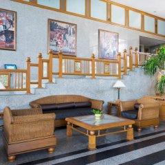 Отель Cholchan Pattaya Beach Resort интерьер отеля