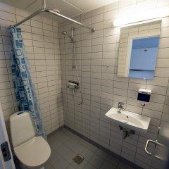 Отель Nørresundby Idrætscenter Дания, Бровст - отзывы, цены и фото номеров - забронировать отель Nørresundby Idrætscenter онлайн ванная