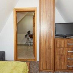 Отель Apartamenty i Pokoje Gościnne DZIEDZIC Józef Закопане сейф в номере