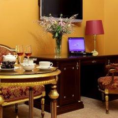 Отель Gallery Park Hotel & SPA, a Châteaux & Hôtels Collection Латвия, Рига - 1 отзыв об отеле, цены и фото номеров - забронировать отель Gallery Park Hotel & SPA, a Châteaux & Hôtels Collection онлайн удобства в номере фото 2