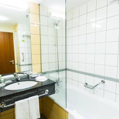 Отель Courtyard by Marriott Prague Airport ванная