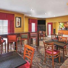 Отель La Quinta Inn & Suites Columbus West - Hilliard США, Колумбус - 1 отзыв об отеле, цены и фото номеров - забронировать отель La Quinta Inn & Suites Columbus West - Hilliard онлайн гостиничный бар