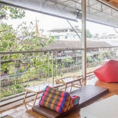 Baan Nampetch Hostel Бангкок балкон