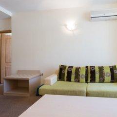 Апартаменты One Bedroom Apartment with Balcony комната для гостей фото 5
