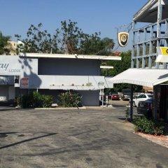 Отель Holiday Lodge США, Лос-Анджелес - отзывы, цены и фото номеров - забронировать отель Holiday Lodge онлайн парковка