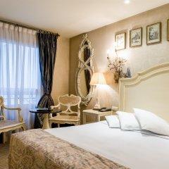 Отель Hôtel Chateaubriand Champs Elysées Париж комната для гостей фото 4