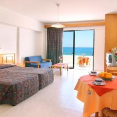 Corallia Beach Hotel Apartments in Paphos, Cyprus from 74$, photos, reviews - zenhotels.com guestroom