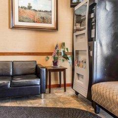 Отель Comfort Inn At LaGuardia Airport США, Нью-Йорк - отзывы, цены и фото номеров - забронировать отель Comfort Inn At LaGuardia Airport онлайн интерьер отеля фото 3