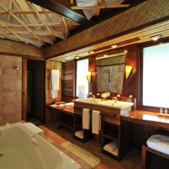 Отель InterContinental Le Moana Resort Bora Bora ванная