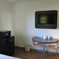 Отель Motel 6 Canoga Park США, Лос-Анджелес - отзывы, цены и фото номеров - забронировать отель Motel 6 Canoga Park онлайн удобства в номере фото 2