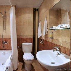 Отель Slavyanska Beseda Hotel Болгария, София - 7 отзывов об отеле, цены и фото номеров - забронировать отель Slavyanska Beseda Hotel онлайн ванная