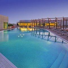 Отель Hilton Capital Grand Abu Dhabi бассейн фото 2