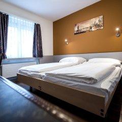 Отель Alexander Guesthouse Цюрих сейф в номере