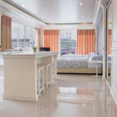 Отель Phuket Airport Suites & Lounge Bar - Club 96 Представительский люкс с различными типами кроватей