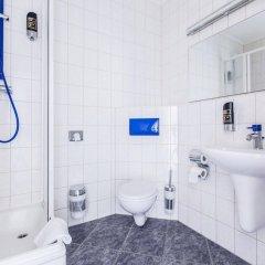 Отель a&o Berlin Kolumbus Германия, Берлин - 2 отзыва об отеле, цены и фото номеров - забронировать отель a&o Berlin Kolumbus онлайн ванная