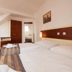 City Partner Hotel Gloria комната для гостей