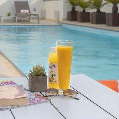 Отель DoubleTree by Hilton Hotel and Residences Dubai Al Barsha ОАЭ, Дубай - 1 отзыв об отеле, цены и фото номеров - забронировать отель DoubleTree by Hilton Hotel and Residences Dubai Al Barsha онлайн бассейн фото 3
