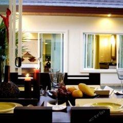 Отель Karon Beach Walk Villa гостиничный бар