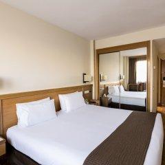 Отель Holiday Inn Madrid - Pirámides сейф в номере