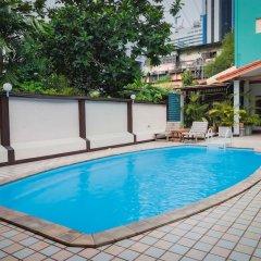 Отель Ruamchitt Travelodge Бангкок бассейн