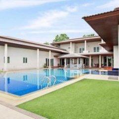 Отель Huay Yai Manor бассейн