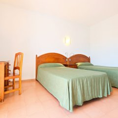 Отель azuLine Hotel Galfi Испания, Сан-Антони-де-Портмань - 1 отзыв об отеле, цены и фото номеров - забронировать отель azuLine Hotel Galfi онлайн комната для гостей фото 4
