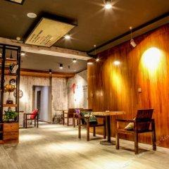 Отель Gold Harbour Inn гостиничный бар