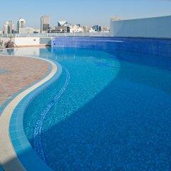 Отель Holiday Inn Bur Dubai Embassy District Дубай бассейн фото 3