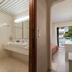 Porfi Beach Hotel ванная