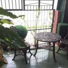 Апартаменты Baan Khun Mae Apartment балкон