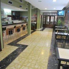 Отель Hostal Julian Brunete Брунете гостиничный бар
