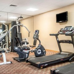 Clarion Hotel Buffalo Airport фитнесс-зал