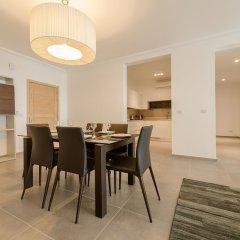 Отель Seafront Luxury Apartment With Pool Мальта, Слима - отзывы, цены и фото номеров - забронировать отель Seafront Luxury Apartment With Pool онлайн в номере фото 2