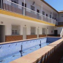 Отель Hostal Los Mellizos Испания, Кониль-де-ла-Фронтера - отзывы, цены и фото номеров - забронировать отель Hostal Los Mellizos онлайн спортивное сооружение