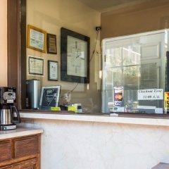 Отель Travelodge by Wyndham Rosemead США, Роузмид - отзывы, цены и фото номеров - забронировать отель Travelodge by Wyndham Rosemead онлайн питание фото 2