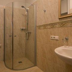 Отель Bernardinu B&B House Литва, Вильнюс - 5 отзывов об отеле, цены и фото номеров - забронировать отель Bernardinu B&B House онлайн ванная фото 2