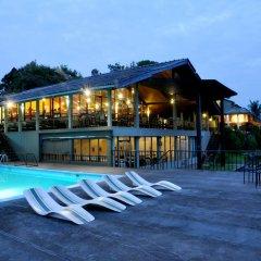 Giritale Hotel бассейн