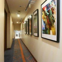Отель On8 Sukhumvit Nana Bangkok by Compass Hospitality интерьер отеля фото 3