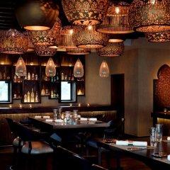 One & Only Royal Mirage Arabian Court Hotel гостиничный бар