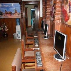 Отель Ganesh Himal Непал, Катманду - отзывы, цены и фото номеров - забронировать отель Ganesh Himal онлайн гостиничный бар
