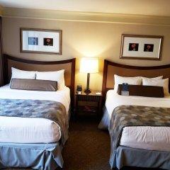 Отель Wyndham Grand Chicago Riverfront сейф в номере