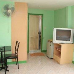 Отель Richman Poorman Guesthouse удобства в номере