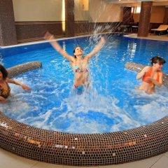 Гостиница Шале Грааль Апарт-Отель Украина, Трускавец - отзывы, цены и фото номеров - забронировать гостиницу Шале Грааль Апарт-Отель онлайн бассейн фото 2