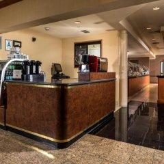 Отель DoubleTree by Hilton Carson банкомат