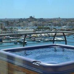 Отель Pebbles Boutique Aparthotel Мальта, Слима - 3 отзыва об отеле, цены и фото номеров - забронировать отель Pebbles Boutique Aparthotel онлайн бассейн фото 2