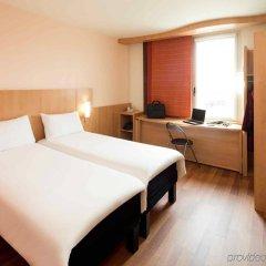 Отель Ibis Barcelona Santa Coloma Испания, Санта-Колома-де-Граманет - отзывы, цены и фото номеров - забронировать отель Ibis Barcelona Santa Coloma онлайн комната для гостей