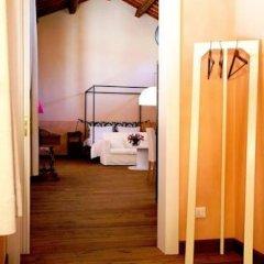 Отель Agriturismo La Madoneta Сан-Джорджо-ин-Боско сейф в номере
