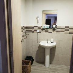 Отель Hostal Liwi Испания, Барселона - отзывы, цены и фото номеров - забронировать отель Hostal Liwi онлайн ванная фото 2