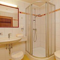 Отель Ländenhof Австрия, Майрхофен - отзывы, цены и фото номеров - забронировать отель Ländenhof онлайн ванная фото 2